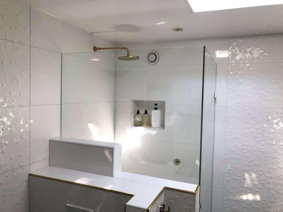 Glasvægge på badeværelse
